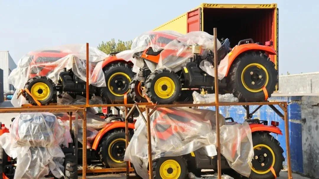 喜报!萨丁重工大批量拖拉机出口项目完成发车